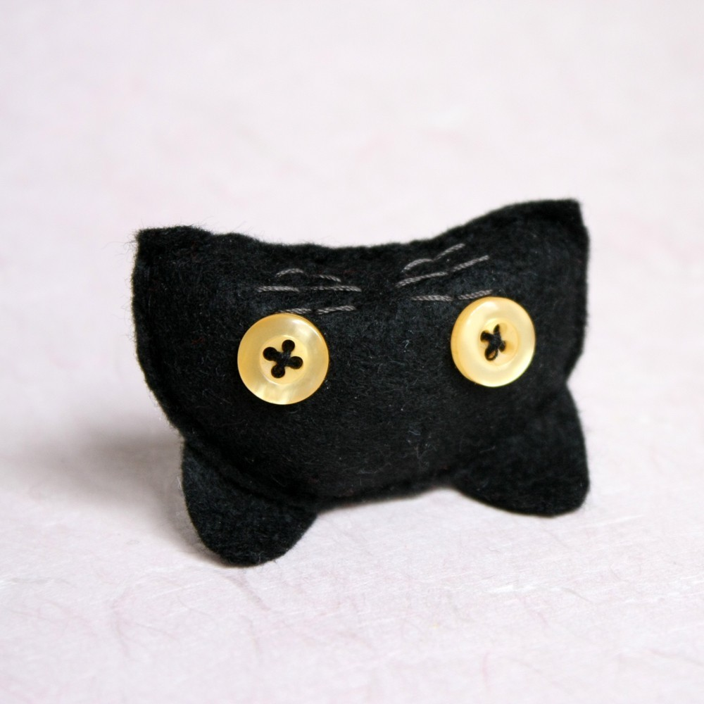 the black cat brooch